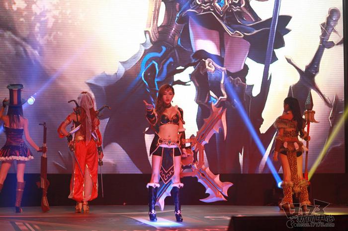 Loạt cosplay ấn tượng của Liên Minh Huyền Thoại - Ảnh 9