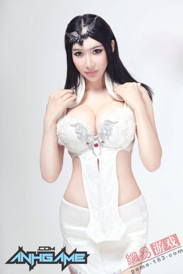 Nóng mắt với cosplay Viễn Chinh Online