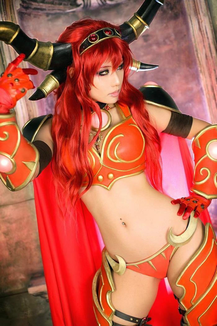 Loạt cosplay gợi cảm về World of Warcraft - Ảnh 12