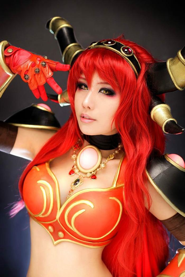 Loạt cosplay gợi cảm về World of Warcraft - Ảnh 13