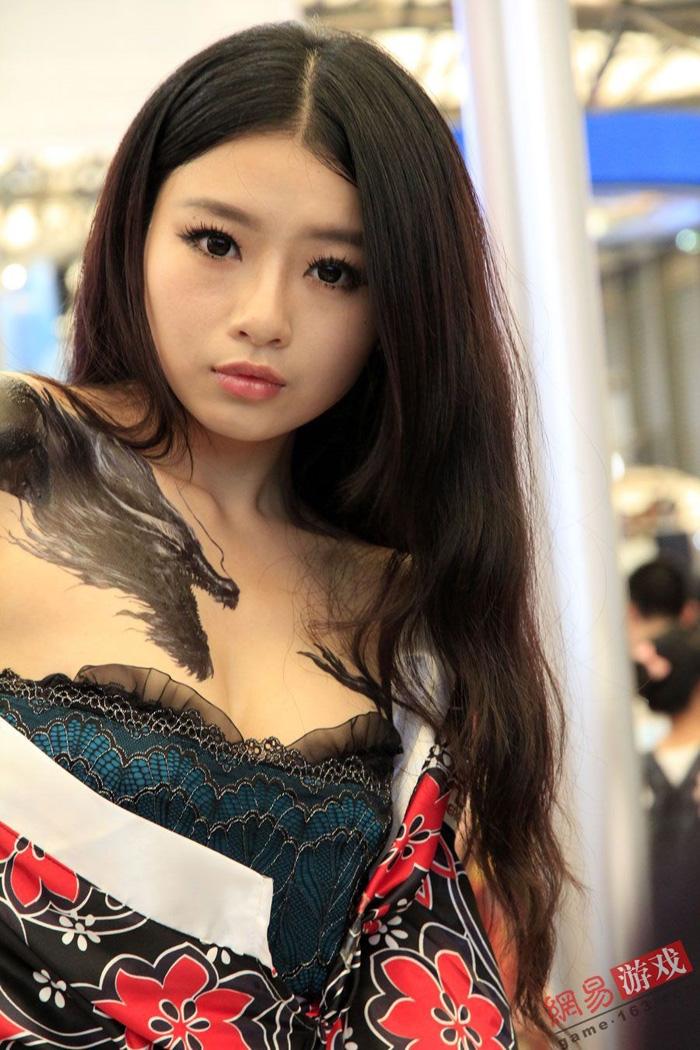 Showgirl Giáng Long Chi Kiếm khoe hình xăm độc - Ảnh 9