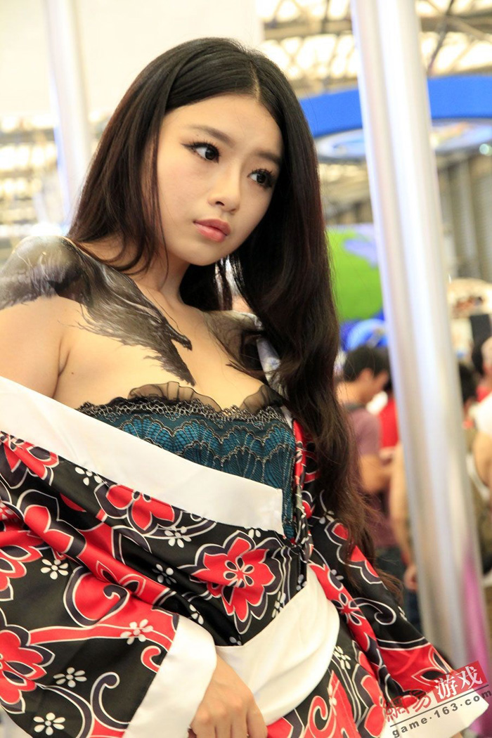 Showgirl Giáng Long Chi Kiếm khoe hình xăm độc - Ảnh 14