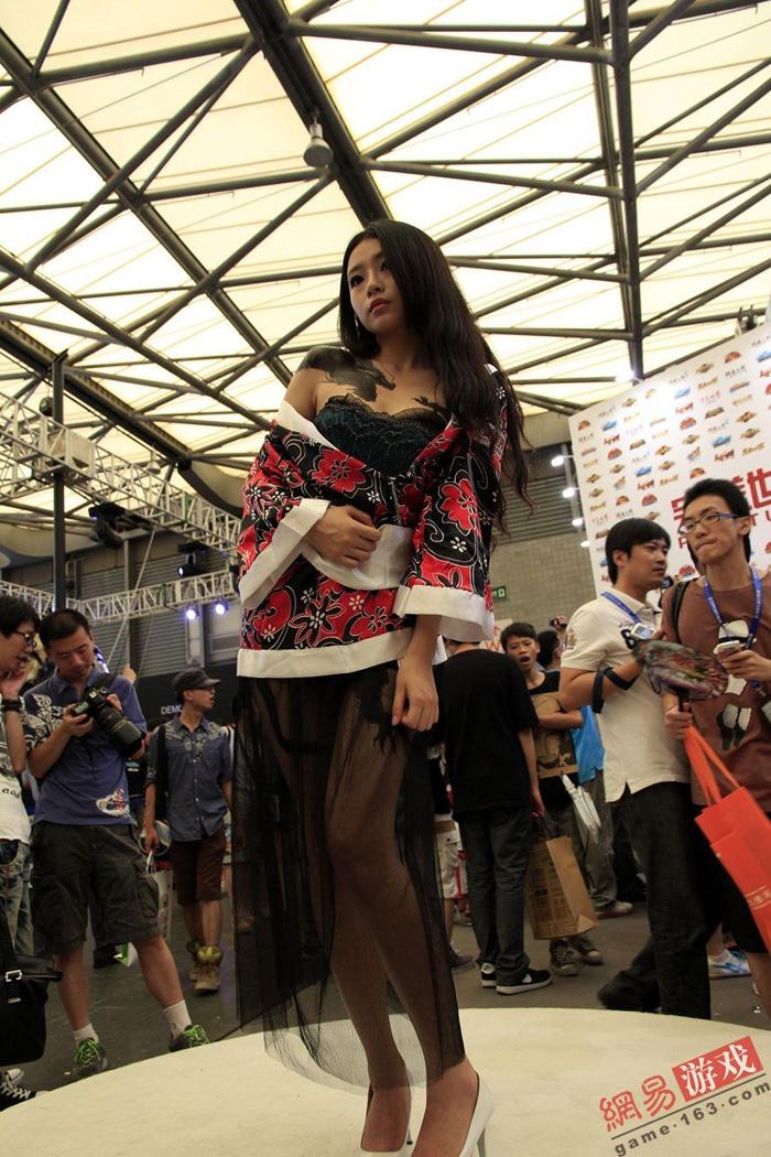 Showgirl Giáng Long Chi Kiếm khoe hình xăm độc - Ảnh 16