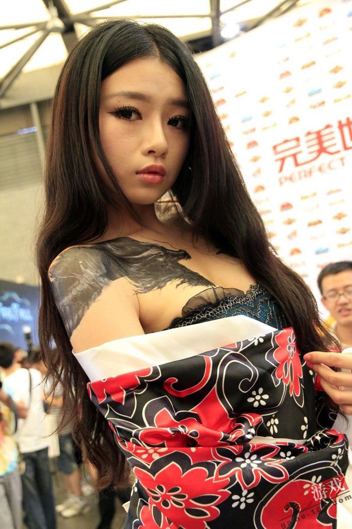 Showgirl Giáng Long Chi Kiếm khoe hình xăm độc - Ảnh 23
