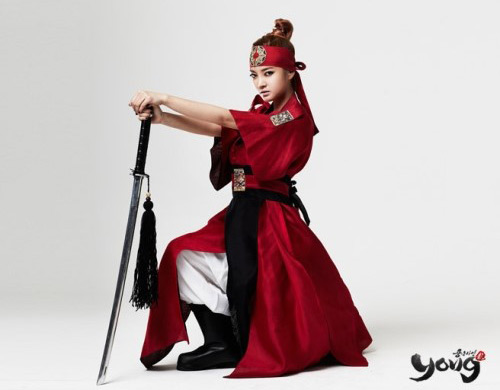 NS Yoon Ji khoe lưng trần gợi cảm trong Yong - Ảnh 4