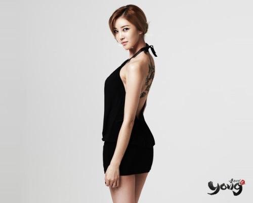 NS Yoon Ji khoe lưng trần gợi cảm trong Yong - Ảnh 5