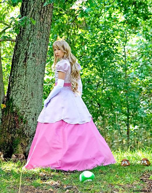 Công chúa Peach đẹp rạng ngời ngoài đời thực - Ảnh 2