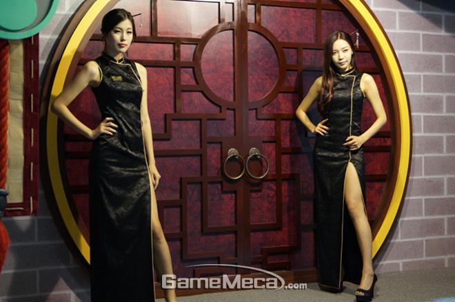 """Những cô nàng """"chân dài"""" tuyệt mỹ tại Gstar 2012 - Ảnh 1"""