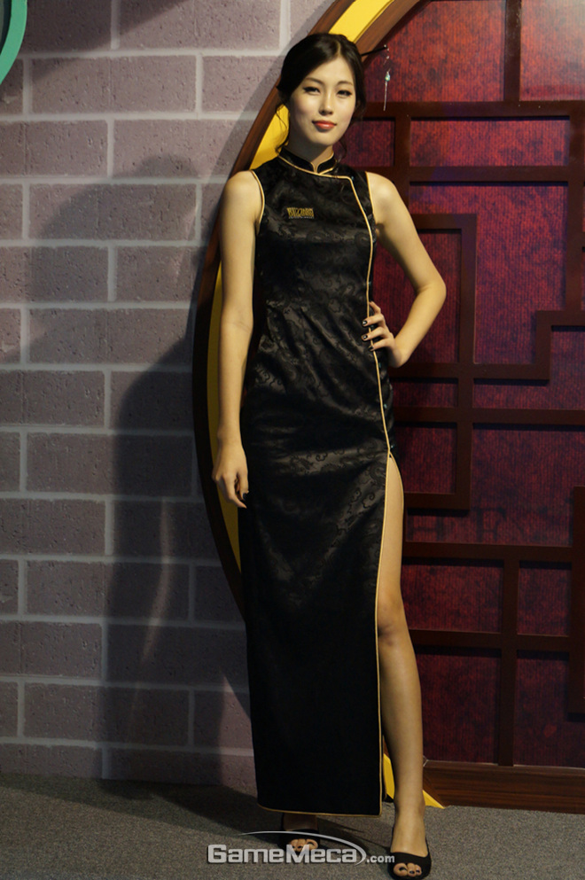 """Những cô nàng """"chân dài"""" tuyệt mỹ tại Gstar 2012 - Ảnh 2"""