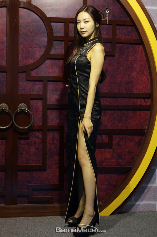 """Những cô nàng """"chân dài"""" tuyệt mỹ tại Gstar 2012 - Ảnh 3"""