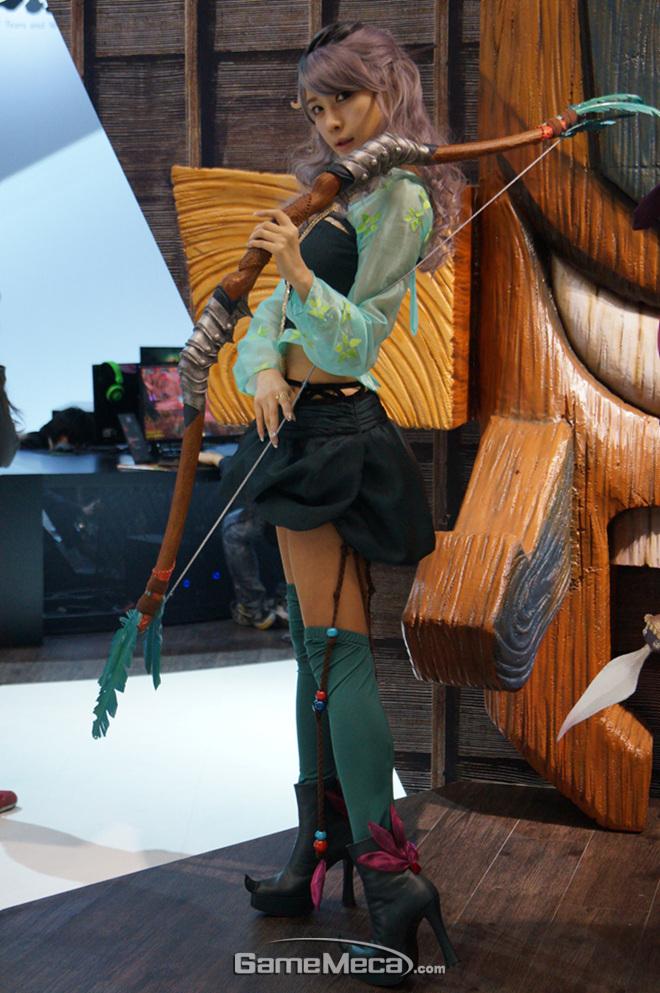 """Những cô nàng """"chân dài"""" tuyệt mỹ tại Gstar 2012 - Ảnh 9"""
