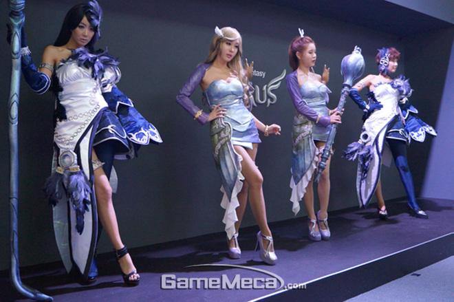 """Những cô nàng """"chân dài"""" tuyệt mỹ tại Gstar 2012 - Ảnh 13"""