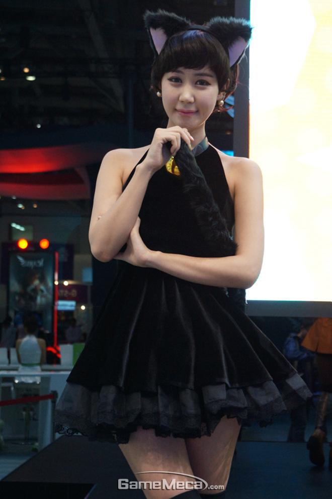"""Những cô nàng """"chân dài"""" tuyệt mỹ tại Gstar 2012 - Ảnh 19"""