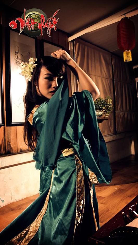 Linh Miu lả lơi trong cosplay Nhiệt Huyết Online
