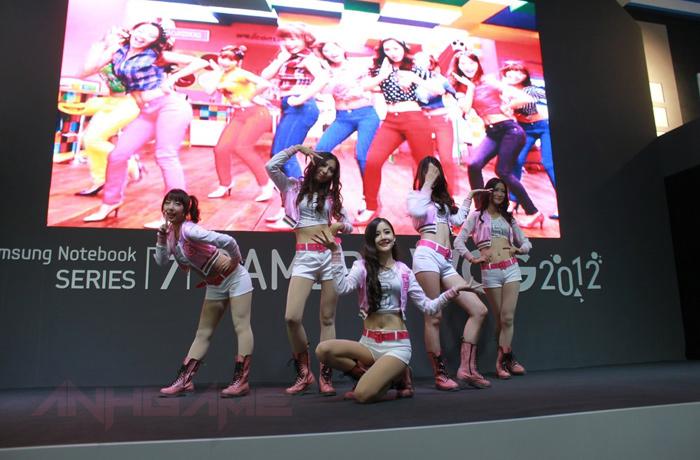 Những bóng hồng xinh đẹp tại WCG 2012