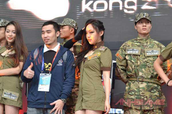 Showgirl World of Tanks khoe dáng tại WCG 2012 - Ảnh 5