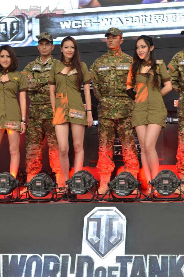 Showgirl World of Tanks khoe dáng tại WCG 2012 - Ảnh 7