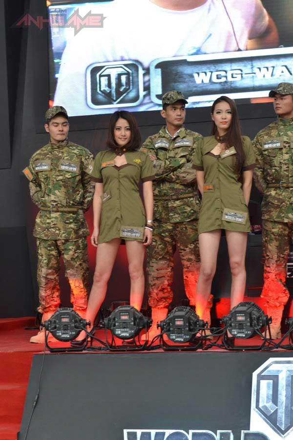 Showgirl World of Tanks khoe dáng tại WCG 2012 - Ảnh 9