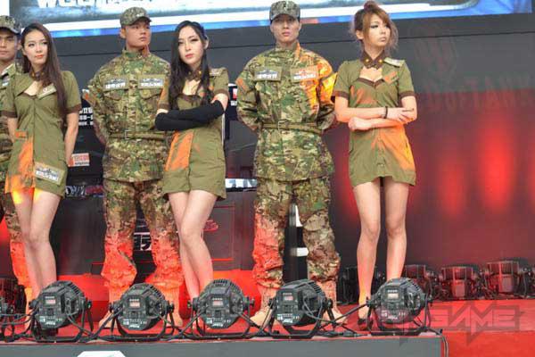 Showgirl World of Tanks khoe dáng tại WCG 2012 - Ảnh 10