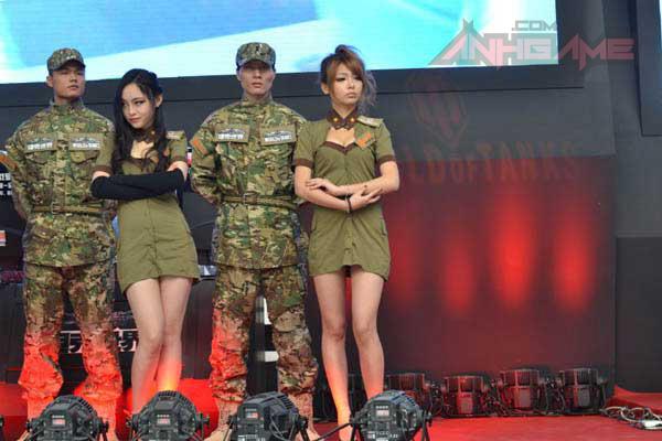Showgirl World of Tanks khoe dáng tại WCG 2012 - Ảnh 12
