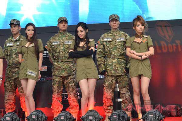Showgirl World of Tanks khoe dáng tại WCG 2012 - Ảnh 13