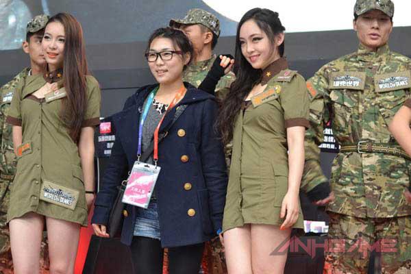 Showgirl World of Tanks khoe dáng tại WCG 2012 - Ảnh 14