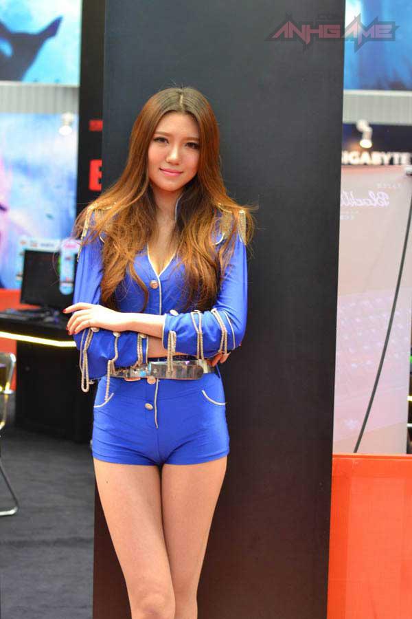 Showgirl World of Tanks khoe dáng tại WCG 2012 - Ảnh 15