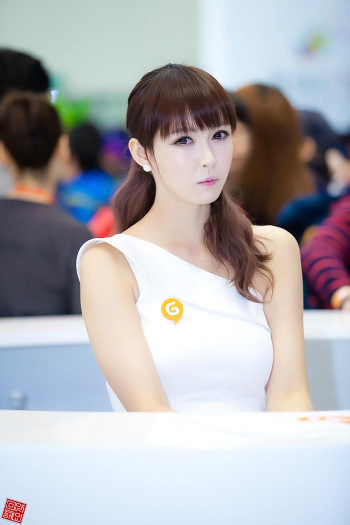 Showgirl G-star 2012: Kang Yui - Ảnh 7