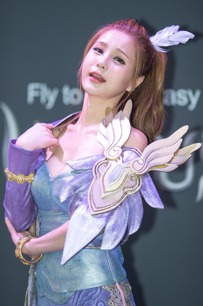 Showgirl G-star 2012: Park Soo Yu - Ảnh 16