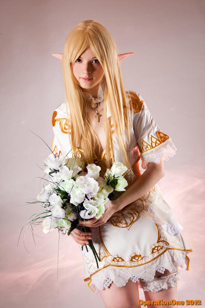 Sara Marziali gợi cảm với copsplay Throne Elf